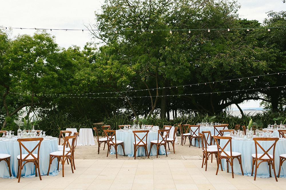 tropical weddings - photo by W and E Photographie http://ruffledblog.com/costa-rica-destination-wedding-with-lots-of-tropical-details