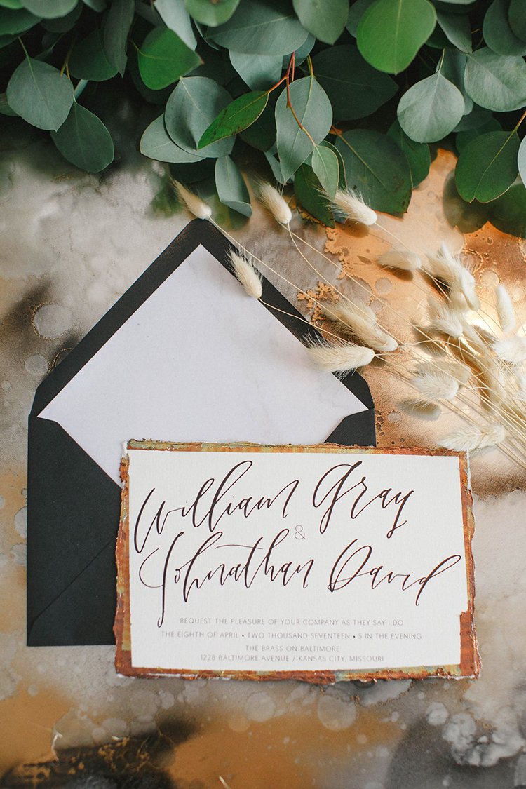 modern wedding invitations with gold and black - photo by Leigh Miller Photography https://ruffledblog.com/modern-wedding-inspiration-with-a-pampas-grass-chandelier