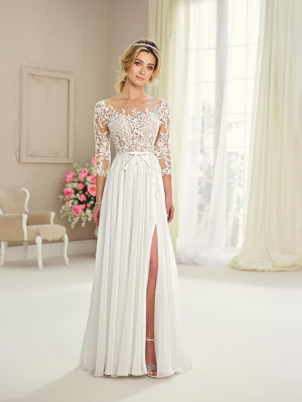 These 7 Sleeved Wedding Dresses Will Make You Forget About