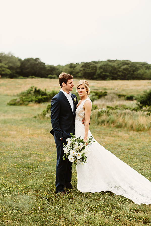Aww this chic Montauk wedding will melt your heart #weddings #weddingideas #pampasgrass