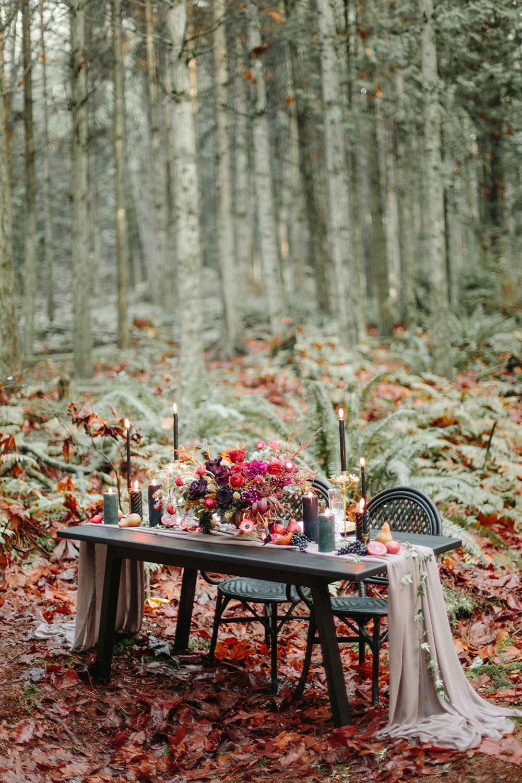 Halloween wedding -burgundy-and-gold-inspiration