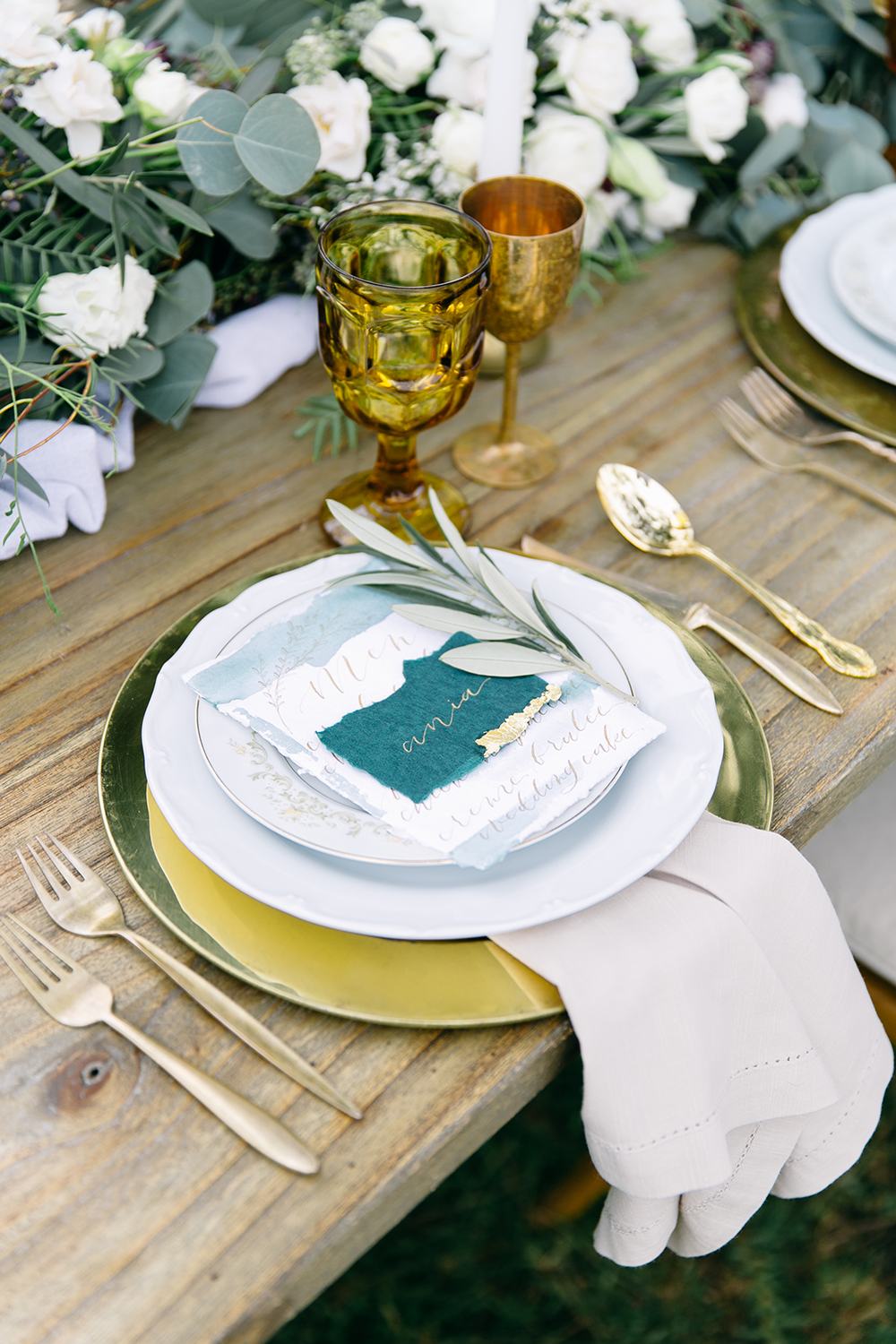 modern wedding receptions - photo by Kylie Chevalier Photography https://ruffledblog.com/nature-inspired-wedding-ideas-with-blue-and-amber