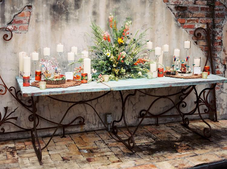 wedding tables - photo by Greer Gattuso https://ruffledblog.com/new-orleans-wedding-with-the-cutest-woodland-details