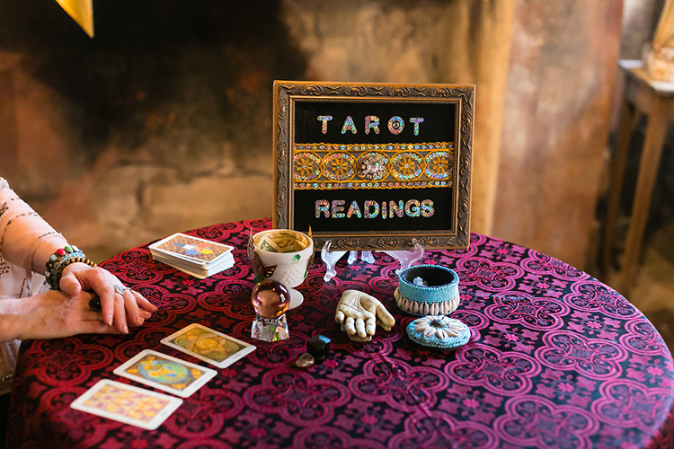 wedding tarot readings - photo by Greer Gattuso https://ruffledblog.com/new-orleans-wedding-with-the-cutest-woodland-details
