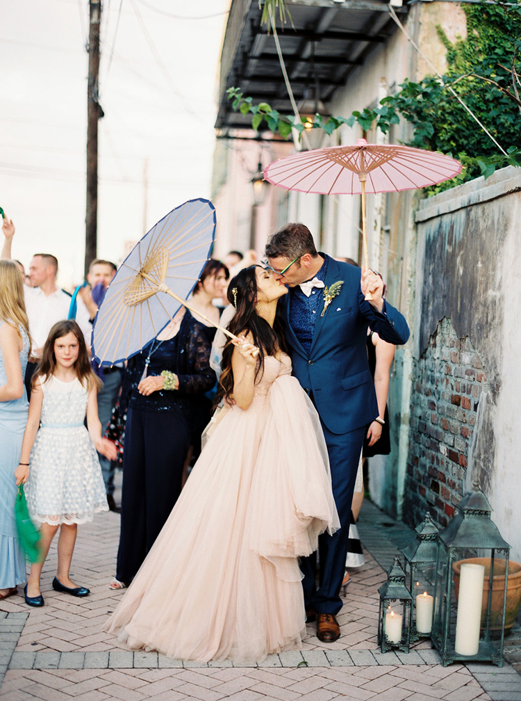 New Orleans weddings - photo by Greer Gattuso https://ruffledblog.com/new-orleans-wedding-with-the-cutest-woodland-details