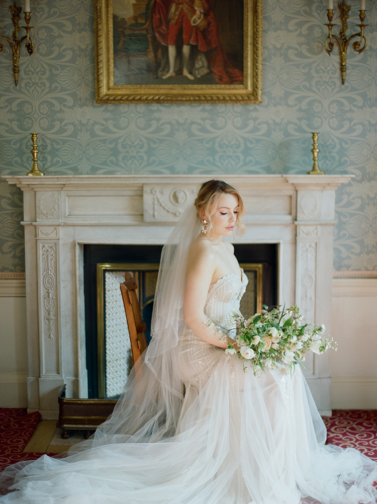 Old World London Wedding Inspiration with Delicate Details - photo by Julie Michaelsen Photography https://ruffledblog.com/old-world-london-wedding-inspiration-with-delicate-details