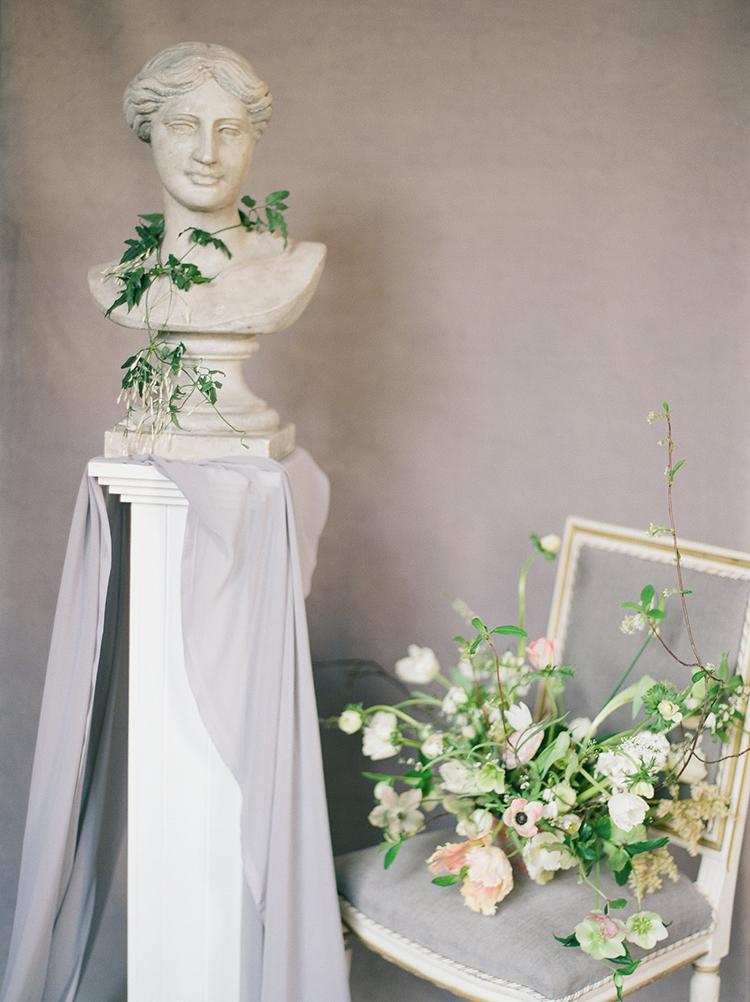 Old World wedding inspiration - photo by Julie Michaelsen Photography https://ruffledblog.com/old-world-london-wedding-inspiration-with-delicate-details