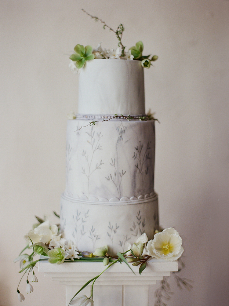 grey wedding cakes - photo by Julie Michaelsen Photography http://ruffledblog.com/old-world-london-wedding-inspiration-with-delicate-details