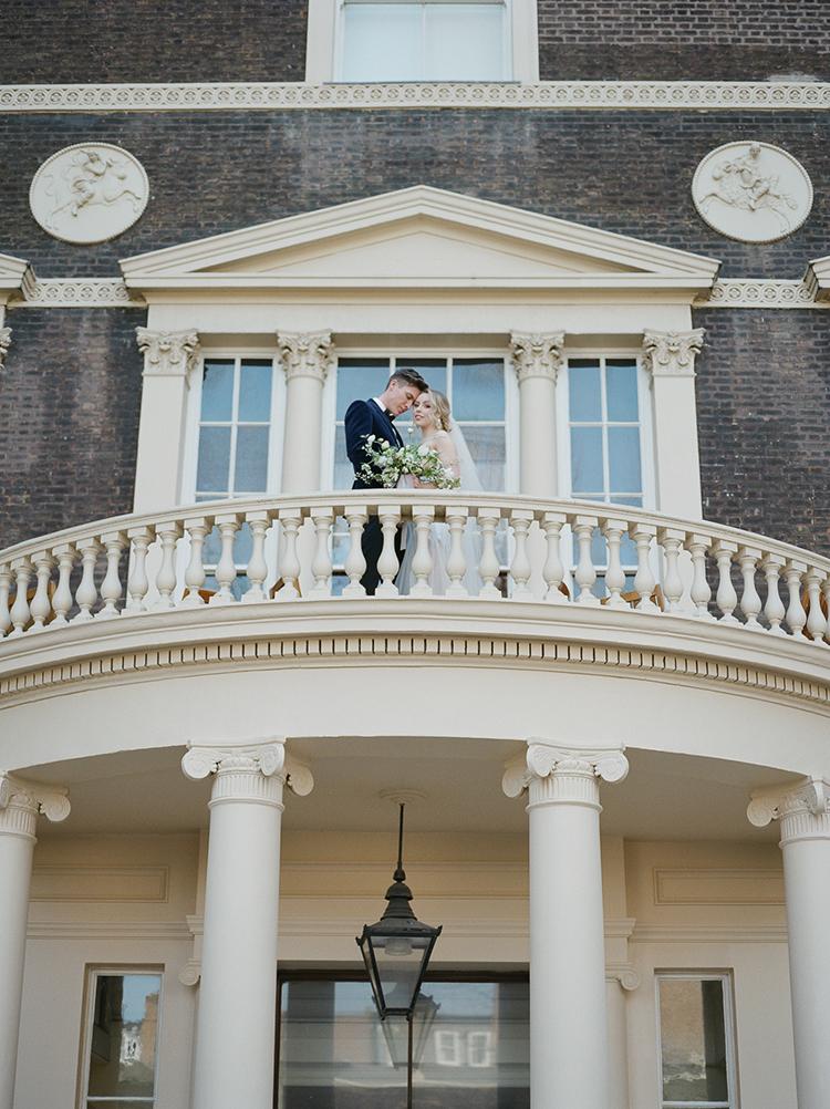estate wedding inspiration - photo by Julie Michaelsen Photography https://ruffledblog.com/old-world-london-wedding-inspiration-with-delicate-details