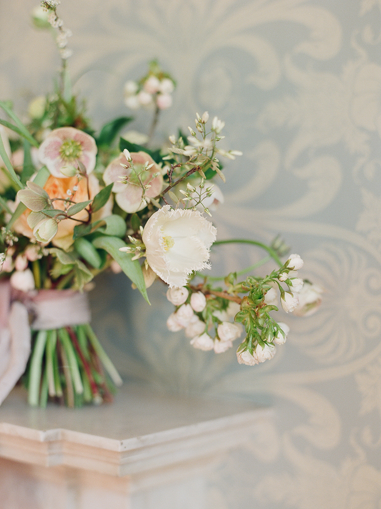 romantic spring bouquets - photo by Julie Michaelsen Photography https://ruffledblog.com/old-world-london-wedding-inspiration-with-delicate-details