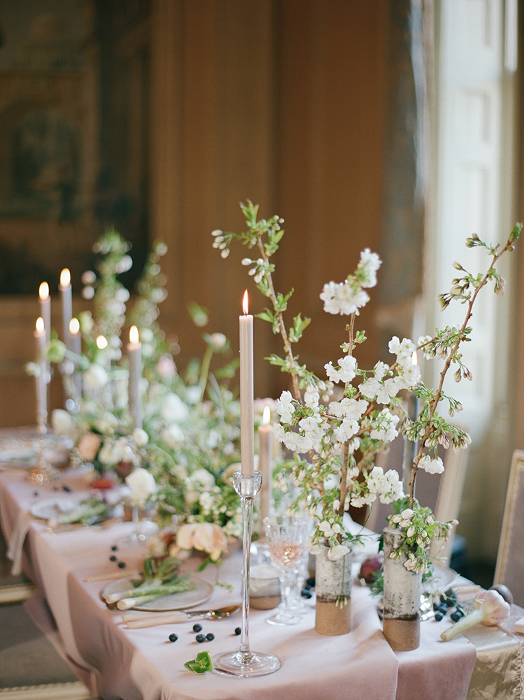 romantic wedding tables - photo by Julie Michaelsen Photography https://ruffledblog.com/old-world-london-wedding-inspiration-with-delicate-details