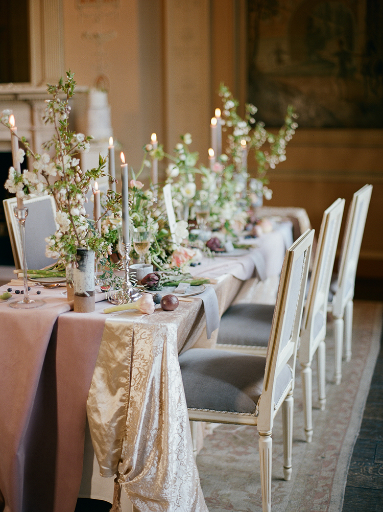 vintage inspired wedding tables - photo by Julie Michaelsen Photography http://ruffledblog.com/old-world-london-wedding-inspiration-with-delicate-details