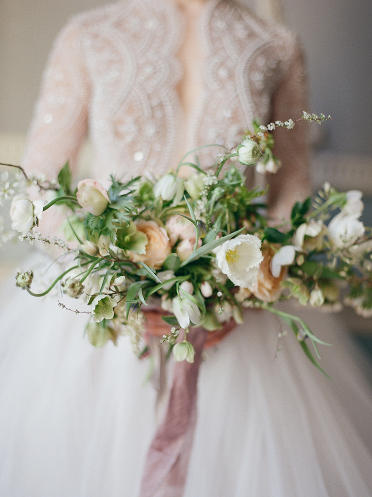 romantic organic wedding bouquets - photo by Julie Michaelsen Photography https://ruffledblog.com/old-world-london-wedding-inspiration-with-delicate-details