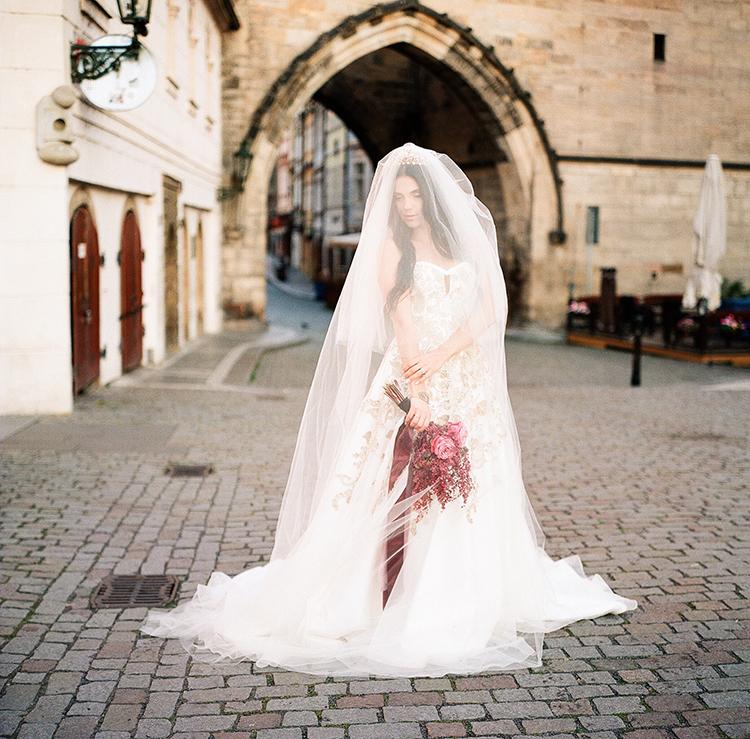 romantic Old World bridal portraits - photo by Arte de Vie http://ruffledblog.com/old-world-romance-wedding-inspiration-in-prague