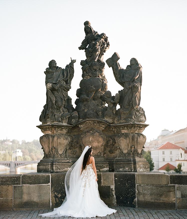 Old World Prague weddings - photo by Arte de Vie http://ruffledblog.com/old-world-romance-wedding-inspiration-in-prague
