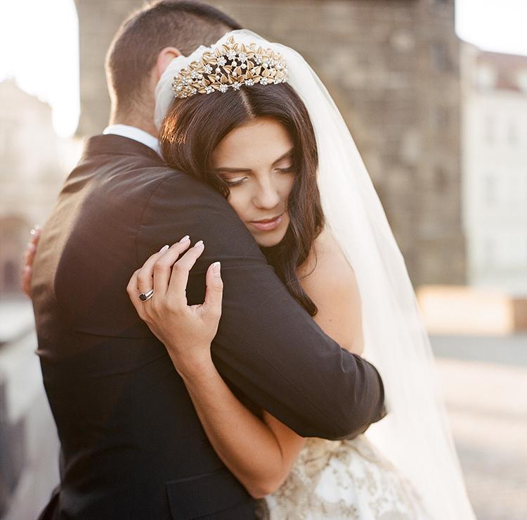 romantic wedding photography - photo by Arte de Vie http://ruffledblog.com/old-world-romance-wedding-inspiration-in-prague