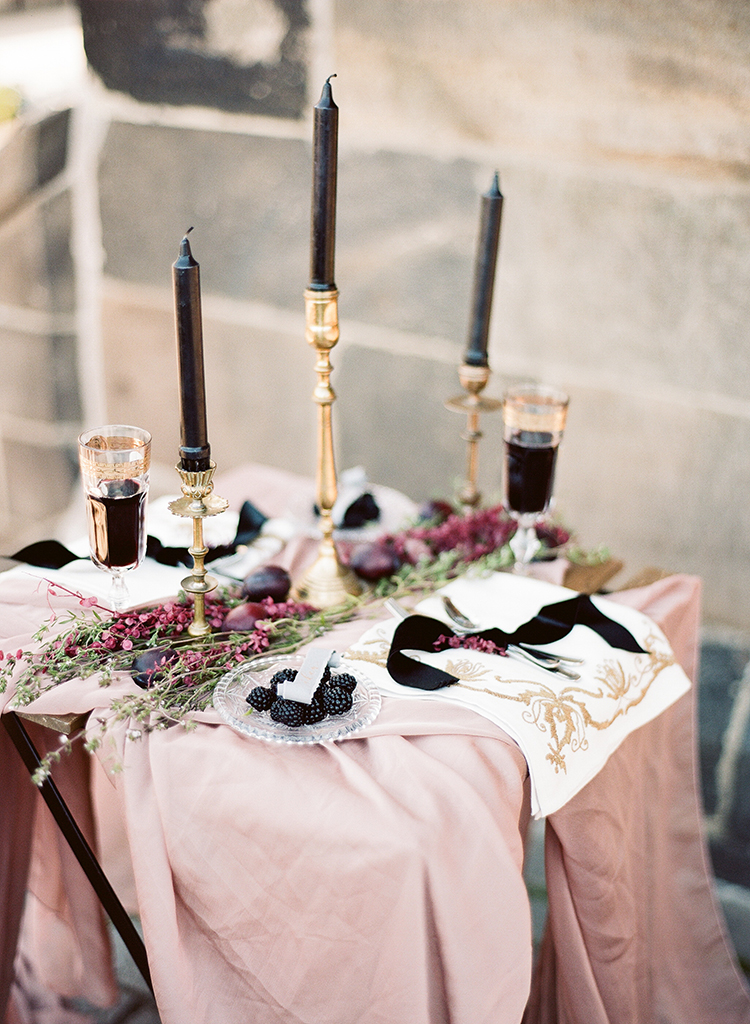 dramatic pink and black weddings - photo by Arte de Vie https://ruffledblog.com/old-world-romance-wedding-inspiration-in-prague
