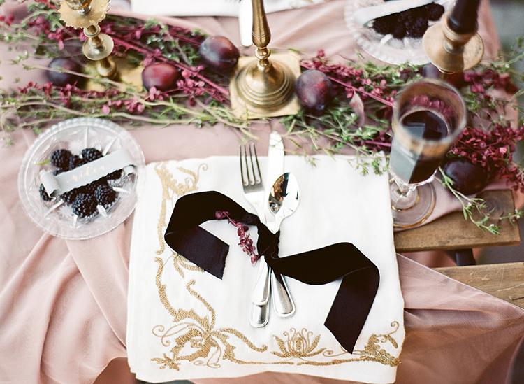 dramatic romantic wedding inspiration - photo by Arte de Vie http://ruffledblog.com/old-world-romance-wedding-inspiration-in-prague