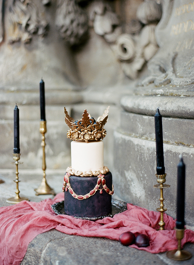 elegant wedding cakes - photo by Arte de Vie http://ruffledblog.com/old-world-romance-wedding-inspiration-in-prague