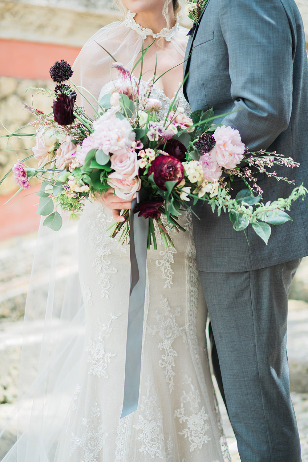 romantic wedding bouquets - photo by Erica J Photography http://ruffledblog.com/old-world-wedding-editorial-at-vizcaya-museum