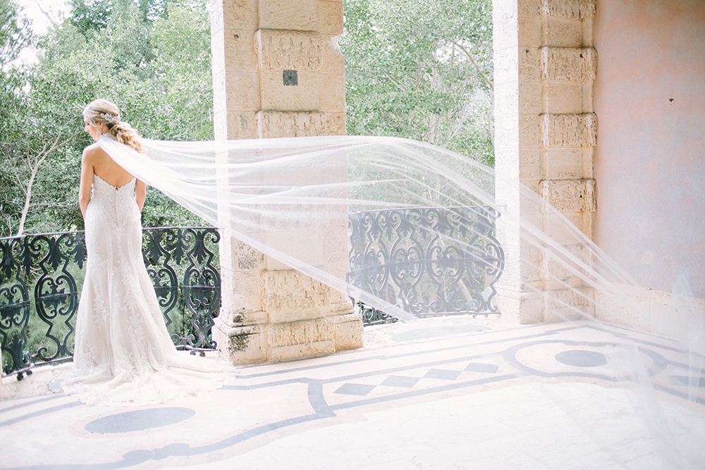 wedding veils - photo by Erica J Photography https://ruffledblog.com/old-world-wedding-editorial-at-vizcaya-museum