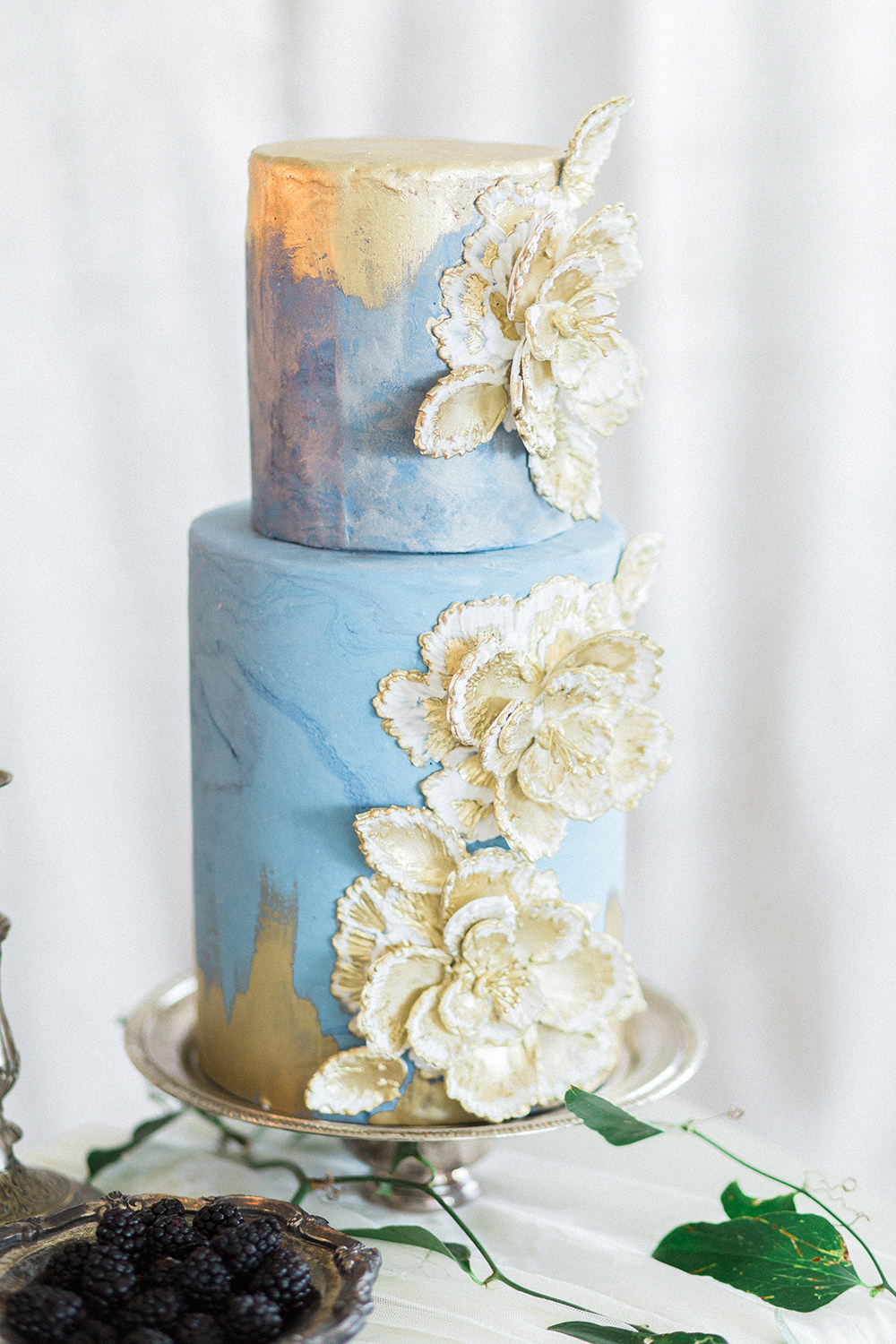 blue and gold wedding cake - photo by Erica J Photography https://ruffledblog.com/old-world-wedding-editorial-at-vizcaya-museum
