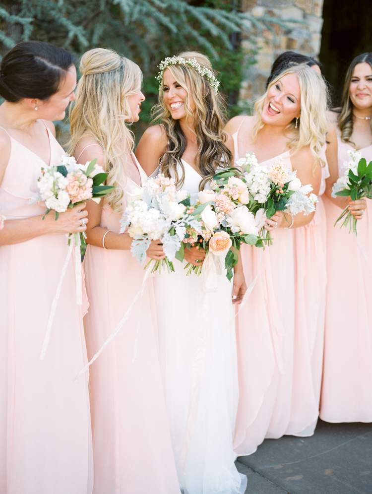 bridesmaids - photo by Gabriela Ines Photography https://ruffledblog.com/oregon-resort-wedding-with-bohemian-style