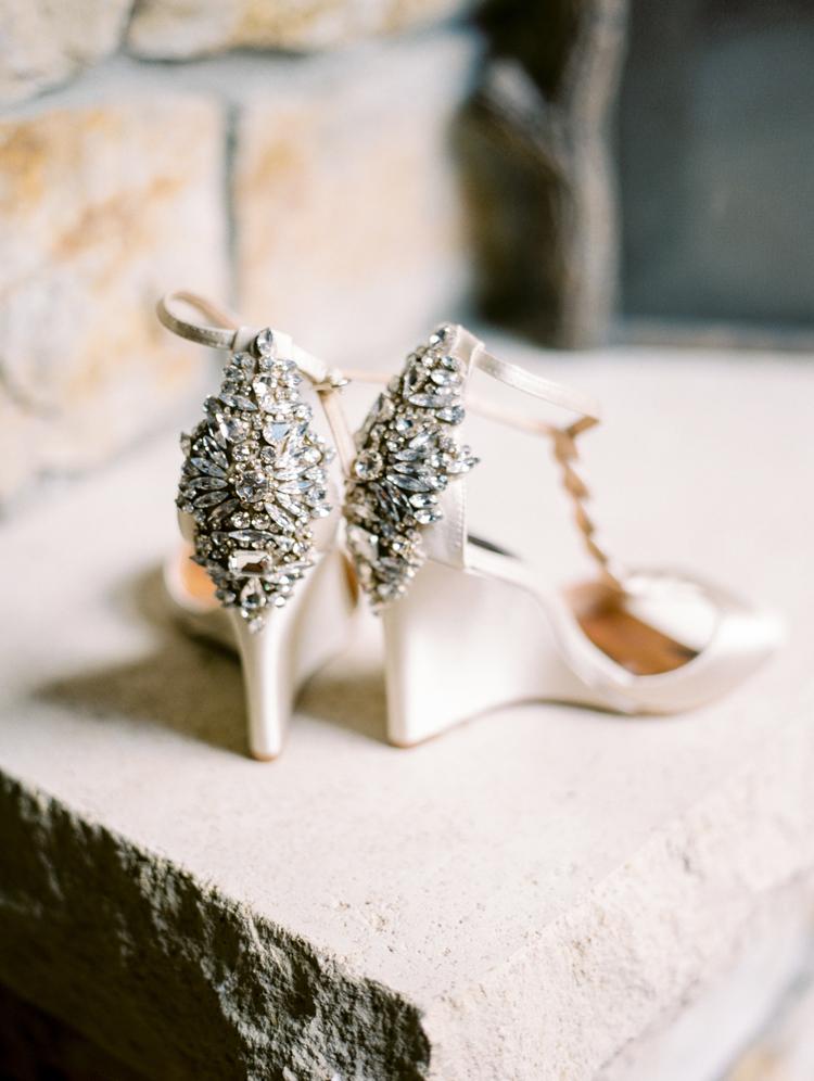 bejeweled wedding shoes - photo by Gabriela Ines Photography http://ruffledblog.com/oregon-resort-wedding-with-bohemian-style