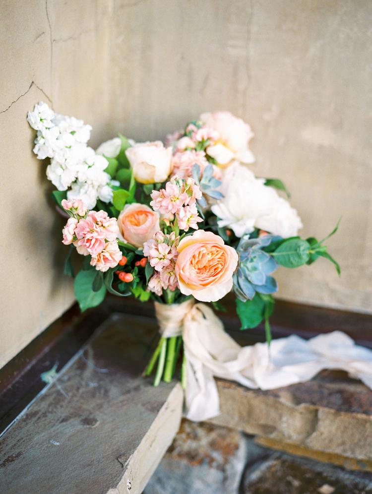 romantic wedding bouquets - photo by Gabriela Ines Photography http://ruffledblog.com/oregon-resort-wedding-with-bohemian-style