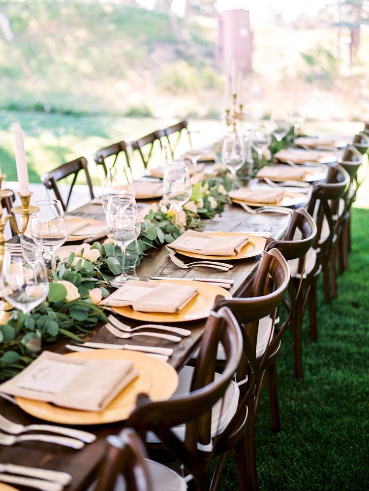 tablescape inspiration - photo by Gabriela Ines Photography http://ruffledblog.com/oregon-resort-wedding-with-bohemian-style