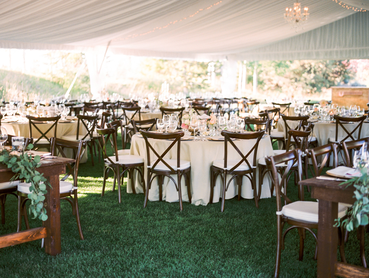 wedding receptions - photo by Gabriela Ines Photography http://ruffledblog.com/oregon-resort-wedding-with-bohemian-style