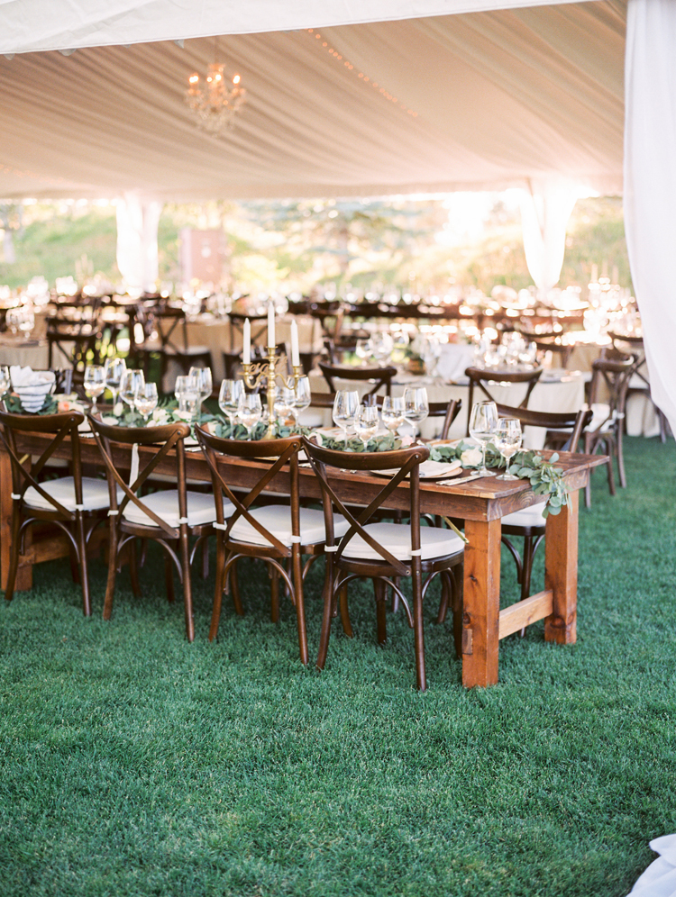 romantic wedding reception ideas - photo by Gabriela Ines Photography http://ruffledblog.com/oregon-resort-wedding-with-bohemian-style