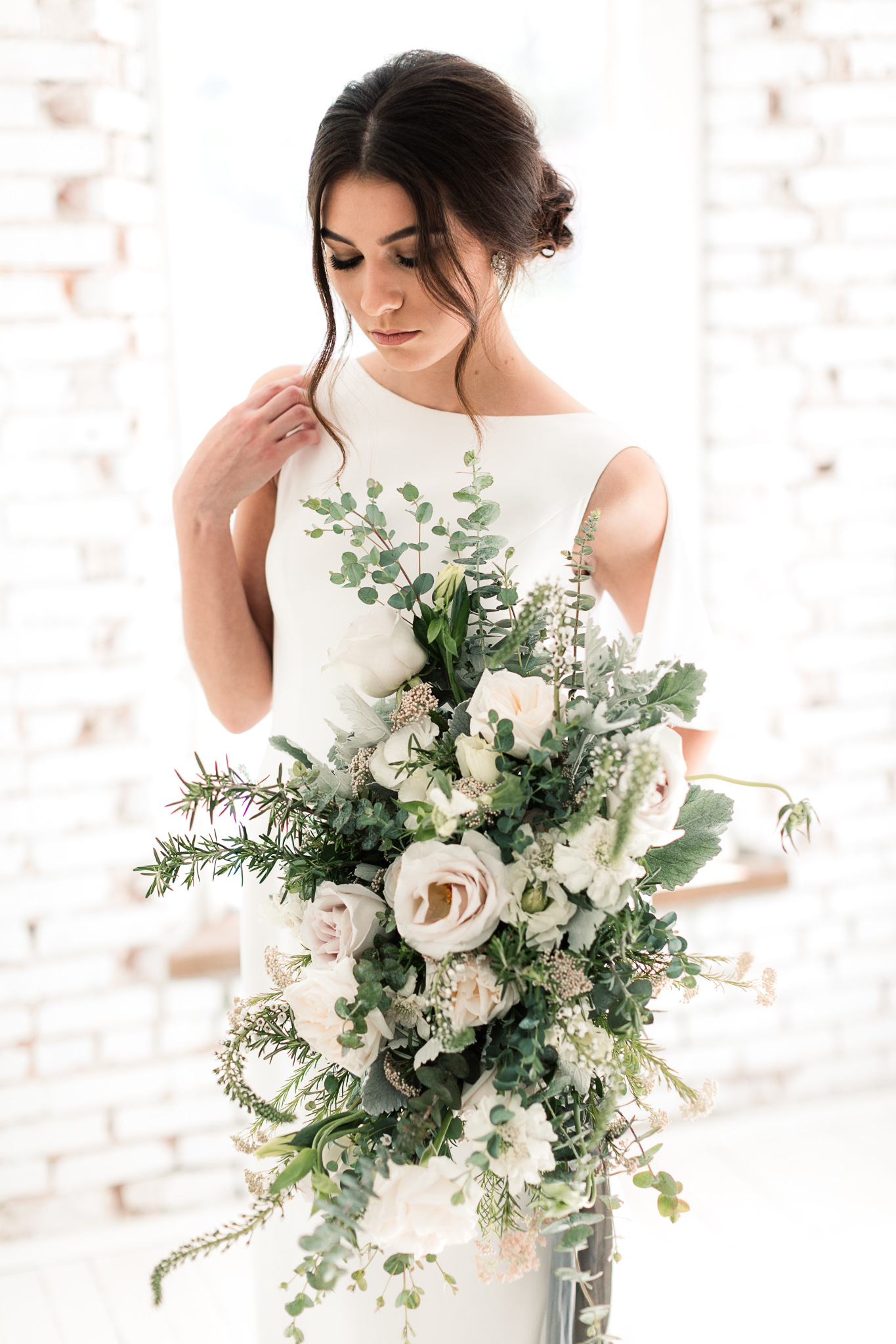 lush wedding bouquets - photo by B.Matthews Creative https://ruffledblog.com/organic-italian-inspired-wedding-ideas
