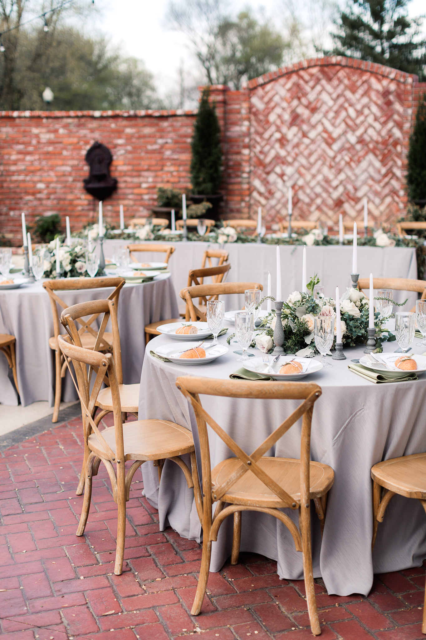 patio receptions - photo by B.Matthews Creative https://ruffledblog.com/organic-italian-inspired-wedding-ideas