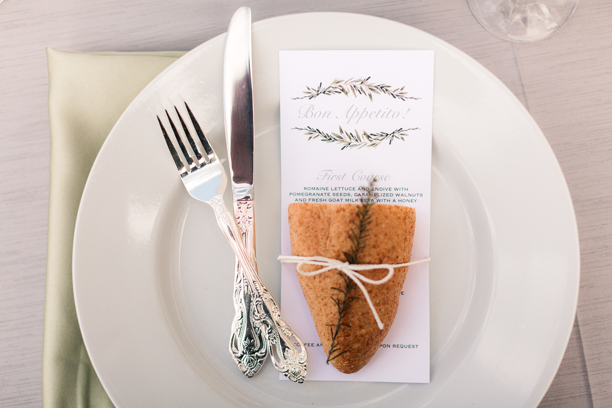 wedding place settings - photo by B.Matthews Creative https://ruffledblog.com/organic-italian-inspired-wedding-ideas