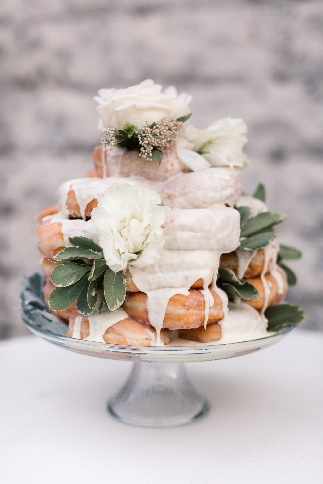 donut wedding cakes - photo by B.Matthews Creative https://ruffledblog.com/organic-italian-inspired-wedding-ideas