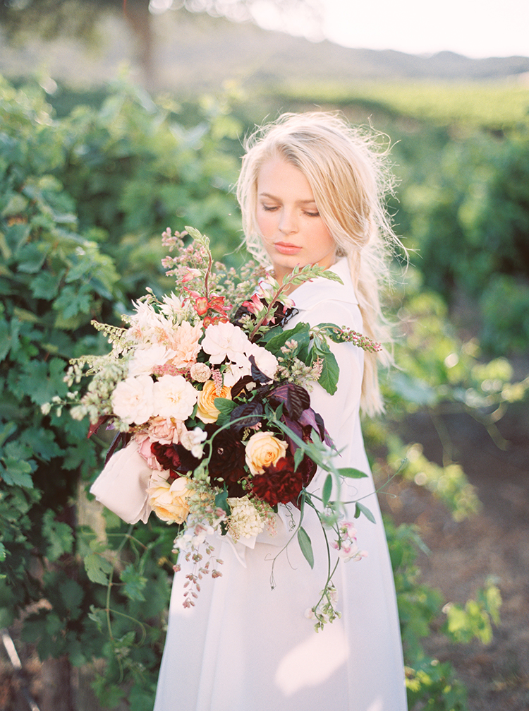 lush organic bouquets - photo by Kara Miller https://ruffledblog.com/organic-romantic-wedding-inspiration