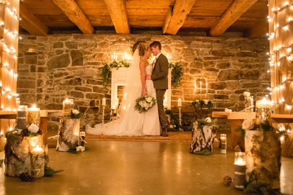 Rustic outdoor christmas decorations - Outdoorsy Glam Pennsylvania Wedding Ruffled