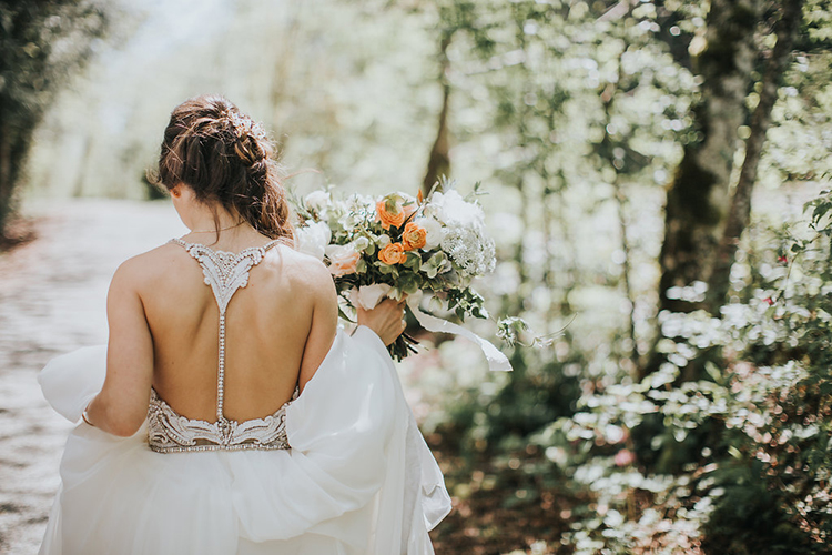 bridal fashion - photo by Rivkah Photography https://ruffledblog.com/pacific-northwest-wedding-with-a-secret-waterfall