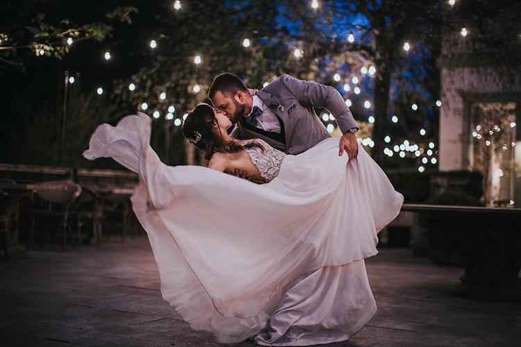 wedding photography - photo by Rivkah Photography https://ruffledblog.com/pacific-northwest-wedding-with-a-secret-waterfall