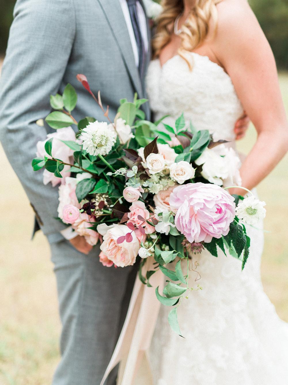 garden wedding bouquets - photo by Elisabeth Carol Photography http://ruffledblog.com/picturesque-garden-wedding-at-white-sparrow-barn
