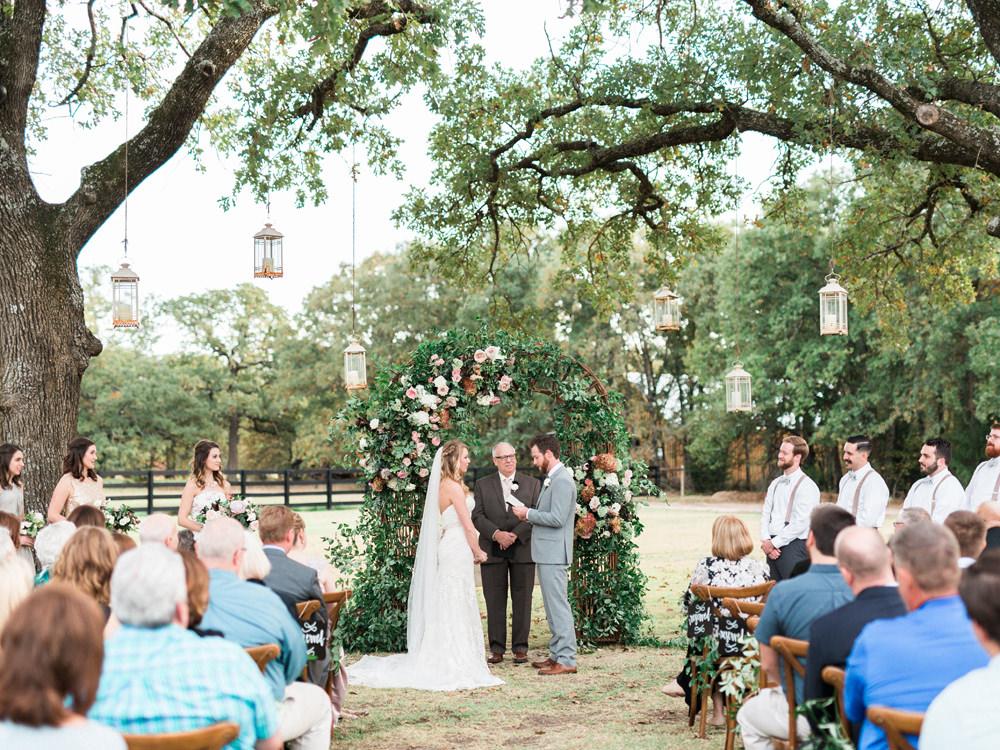 garden wedding ceremonies - photo by Elisabeth Carol Photography http://ruffledblog.com/picturesque-garden-wedding-at-white-sparrow-barn