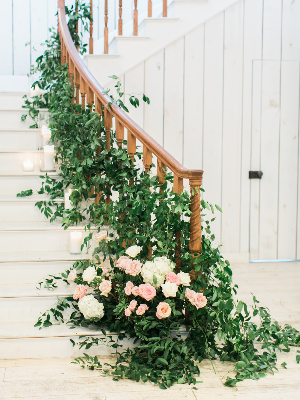 wedding flowers - photo by Elisabeth Carol Photography https://ruffledblog.com/picturesque-garden-wedding-at-white-sparrow-barn