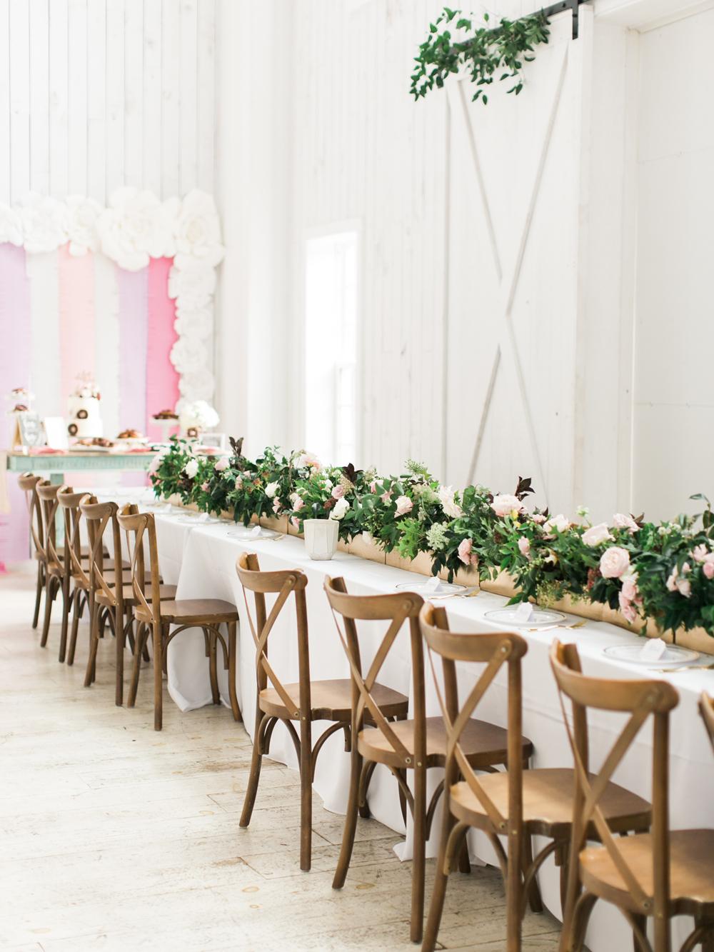 romantic wedding tables - photo by Elisabeth Carol Photography http://ruffledblog.com/picturesque-garden-wedding-at-white-sparrow-barn