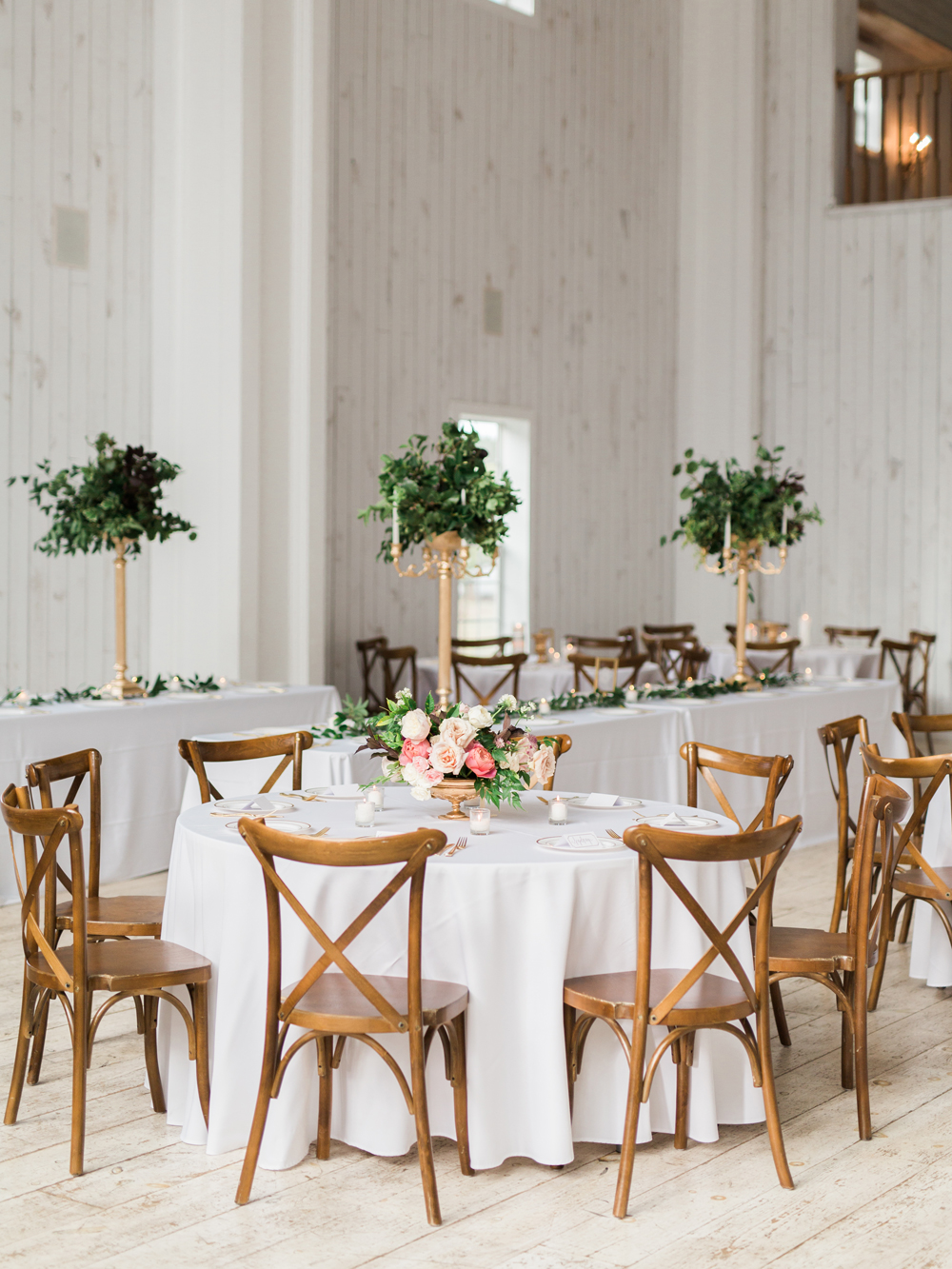 wedding receptions - photo by Elisabeth Carol Photography http://ruffledblog.com/picturesque-garden-wedding-at-white-sparrow-barn