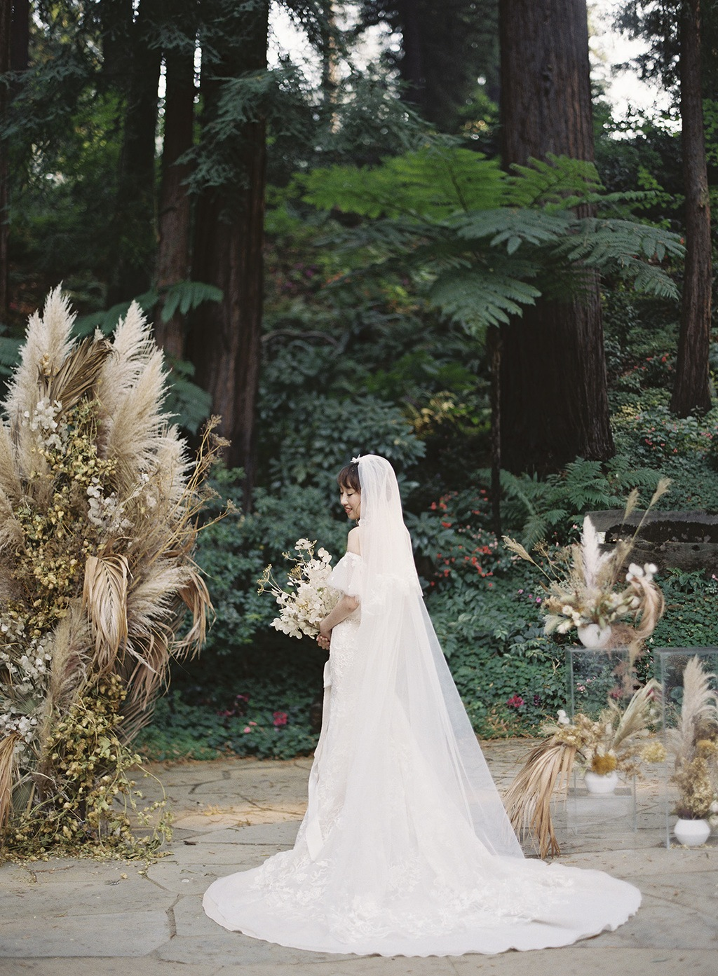 Redwoods Wedding With Dried Florals Foliage 16