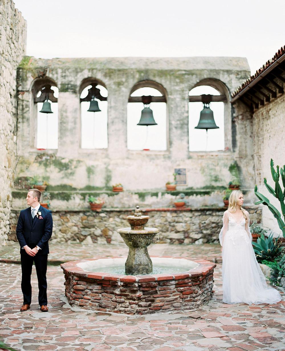 Relaxed San Juan Capistrano Wedding Inspiration - photo by Amanda Lenhardt https://ruffledblog.com/relaxed-san-juan-capistrano-wedding-inspiration