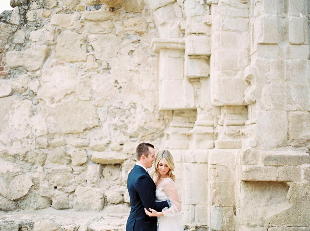 wedding photography - photo by Amanda Lenhardt http://ruffledblog.com/relaxed-san-juan-capistrano-wedding-inspiration