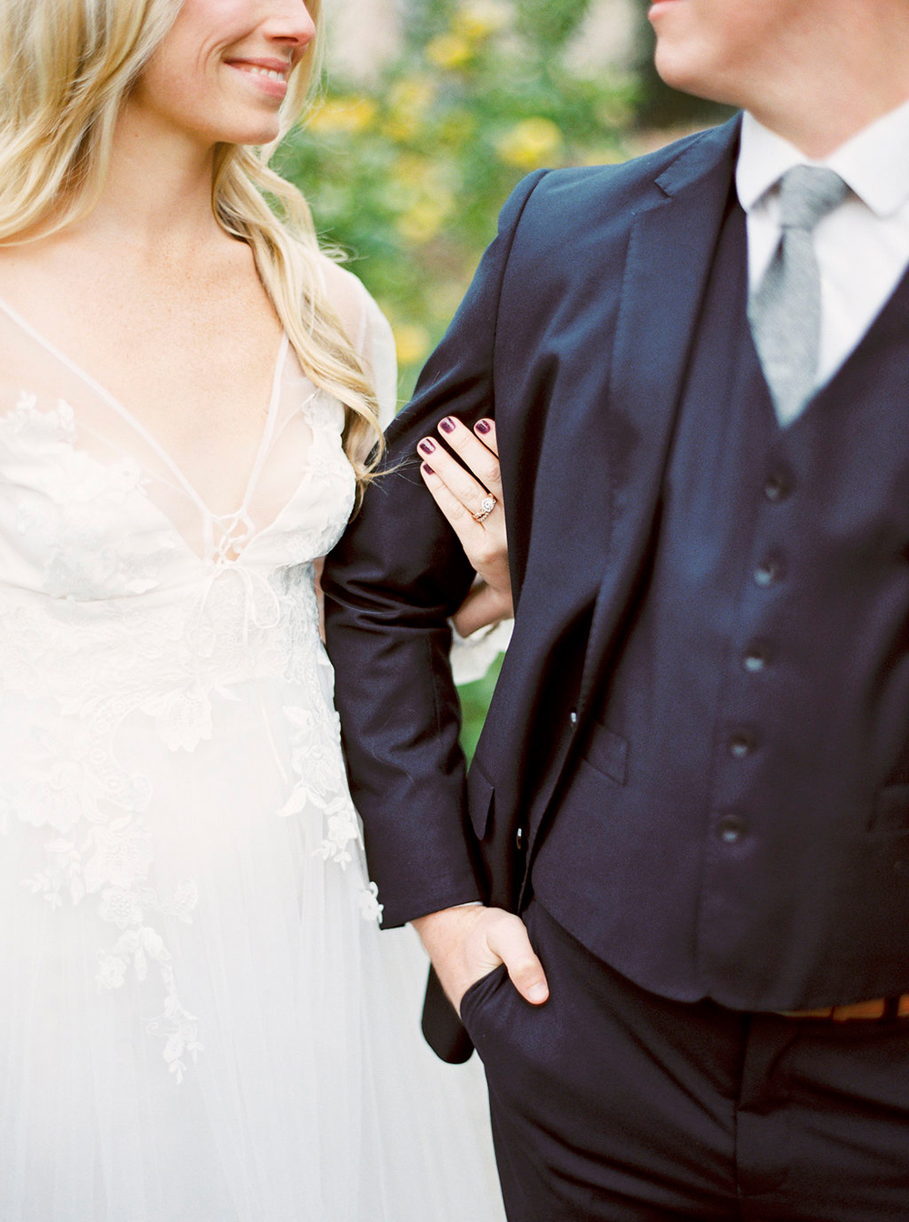 wedding style - photo by Amanda Lenhardt http://ruffledblog.com/relaxed-san-juan-capistrano-wedding-inspiration
