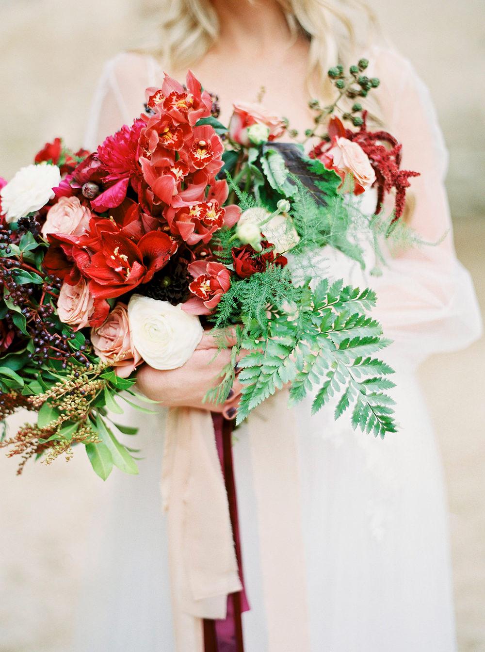 organic wedding bouquets - photo by Amanda Lenhardt https://ruffledblog.com/relaxed-san-juan-capistrano-wedding-inspiration
